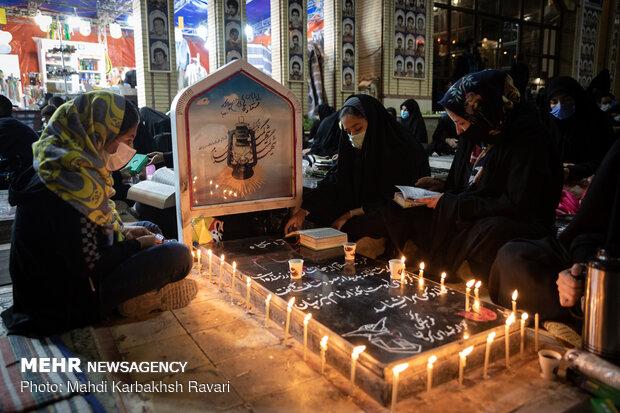 مراسم شب بیست و سوم رمضان در گلزار شهدای کرمان