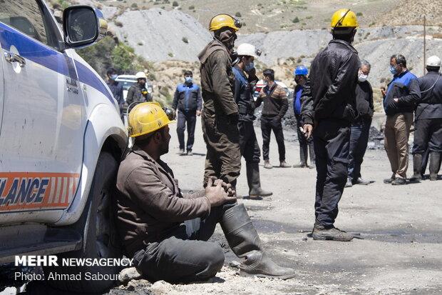 جنازه یک معدنچی طزره یافت شد/ ادامه جستجو برای کارگر دیگر