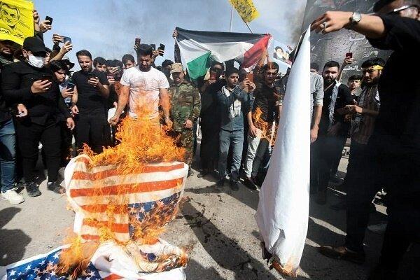 Iraqi people set US, Zionist regime's flags on fire