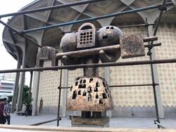 کلید مجسمه «فرهاد قفل زن» مرمت و نصب شد