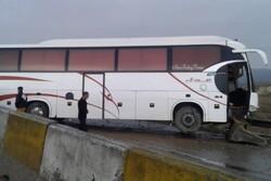 برخورد اتوبوس با گاردریل در محور دامغان-سمنان/ ۴ نفر مصدوم شدند