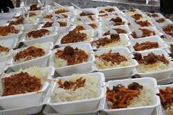 توزیع ۵۰۰۰ پرس غذای گرم بین نیازمندان نهاوند