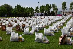 توزیع ۵۵۰ بسته معیشتی در لامرد با حضور خادمان رضوی