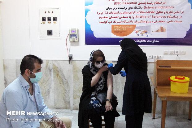 """إيران تبدأ تطعيم المتطوعين بلقاح """"إيران بركت"""" في 4 مدن اعتبارا من 10 يونيو"""
