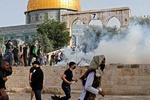مسجد الاقصی کا اسرائیلی فوجیوں کی طرف سے مکمل محاصرہ / 305 فلسطینی نمازی زخمی