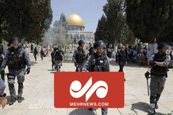 VIDEO: Zionists attack worshippers in Al-Aqsa Mosque