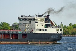 Russian ship carrying cargo for Iran runs aground
