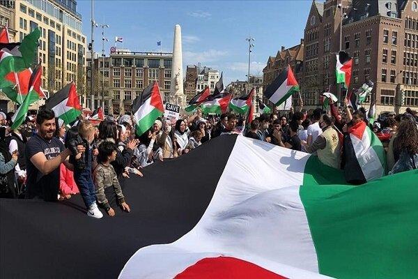 متظاهرون في لندن يحتجون أمام مكتب رئيس الوزراء البريطاني لاعتداءات الصهاينة