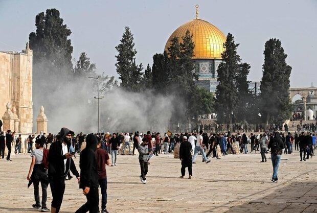 اسرائیلی فوج کے مسجد الاقصی پر حملے میں اب تک 215 فلسطینی زخمی
