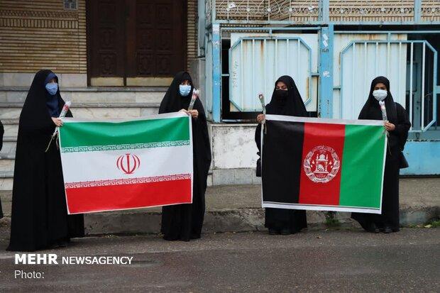 Kabil'deki okul saldırısı İranlı öğrenciler tarafından protesto edildi