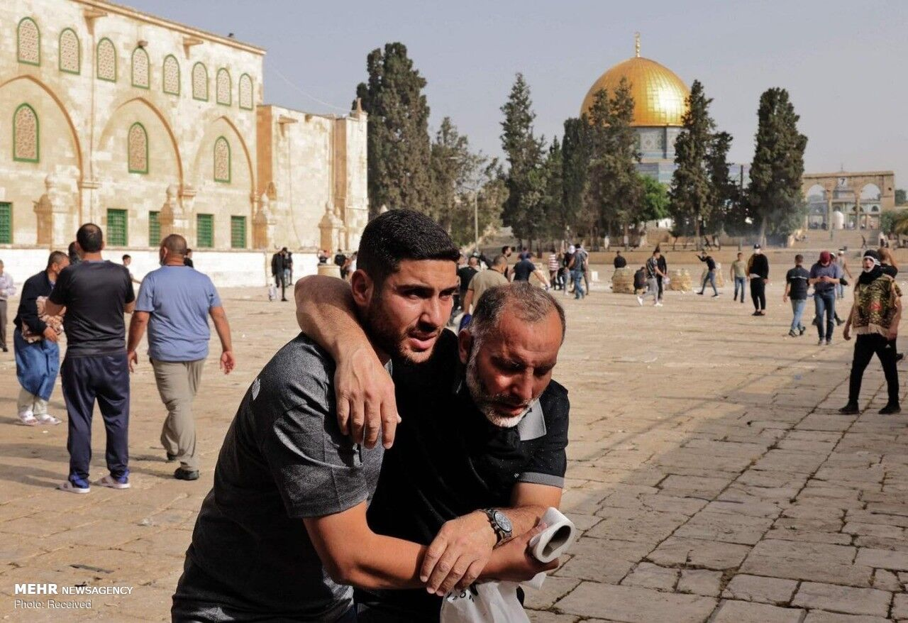 Zionist attack at al-Aqsa leaves one martyred, 200 injured