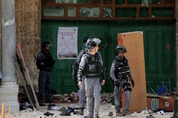 مسجدالاقصی در محاصره کامل نظامیان صهیونیست/ زخمی شدن ۳۳۱ نفر