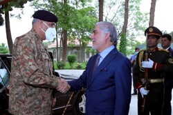 سفر رئیس ستاد ارتش پاکستان به کابل/ دیدار با «غنی» و «عبدالله»