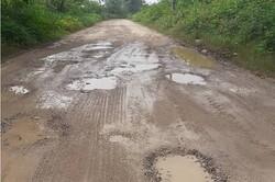 تأخیر ۱۰ ساله در آسفالت جاده یک روستا/ مسئولان پاسخگو نیستند