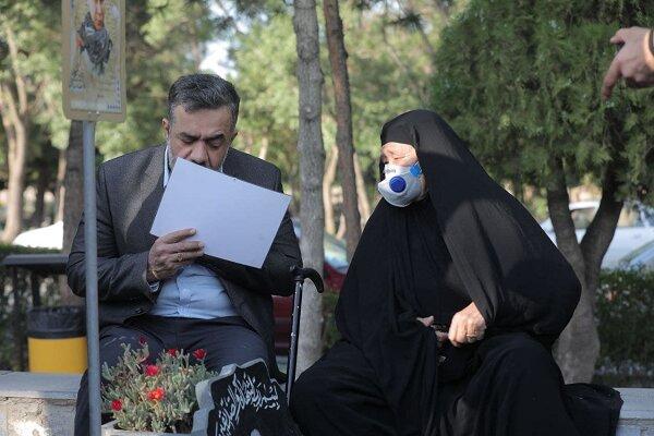 محمود کریمی برای خانواده شهدای فاطمیون روضه خوانی کرد
