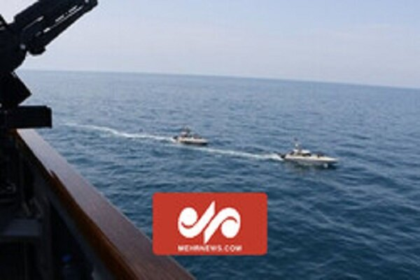 VIDEO: IRGC high-speed boats get close US ship in PG