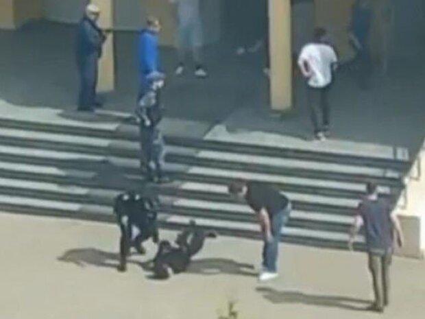 روس میں مسلح افراد کی اسکول میں گھس کر فائرنگ سے 10 طلباء سمیت 12 افراد ہلاک