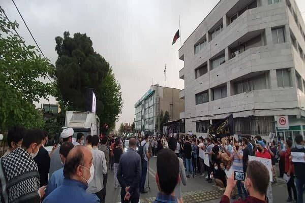 Iranian students condemn Afghanistan girl' school bomb attack