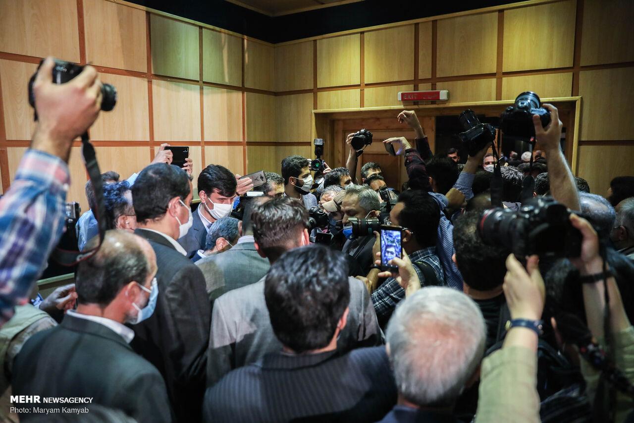 دومین روز ثبتنام انتخابات ریاستجمهوری/ روز شلوغ خیابان فاطمی/ رئیس جمهور سابق و وزرایش آمدند