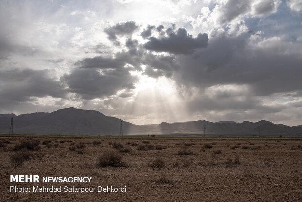 دشت سفید دشت که یکی از قطب های اصلی کشاورزی در استان چهارمحال و بختیاری به حساب می آمد اکنون جز دشت های ممنوعه و خشک شده است.