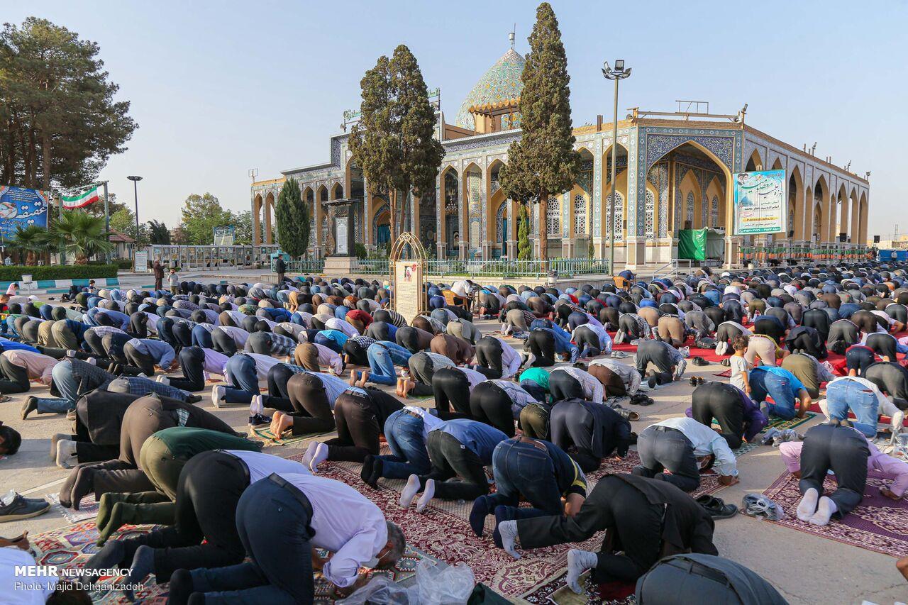 İran'ın dört bir yanında bayram namazı coşkuyla kılındı