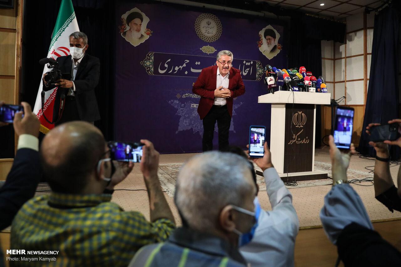 تیپهای عجیب و غریب در ستاد انتخابات/ نامزدی که با نوههایش آمد!