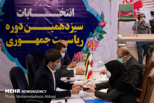 Some 300 applicants register for Presidential elections