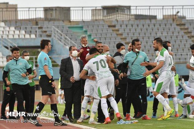 دیدار تیم های فوتبال آلومینیوم اراک و پدیده خراسان