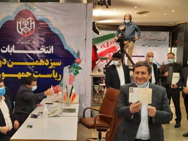 «عبدالناصر همتی» در انتخابات ریاستجمهوری ثبتنام کرد