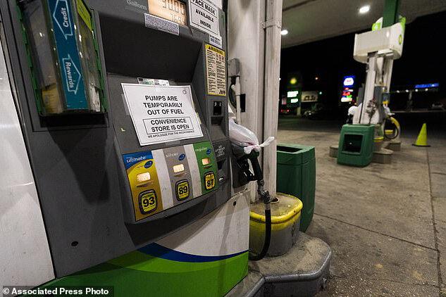صف مقابل پمپ بنزینهای آمریکا طولانیتر شد+عکس