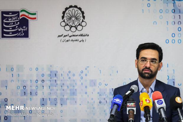 """إيران تزيح الستار عن الحاسوب العملاق """"سيمرغ"""""""