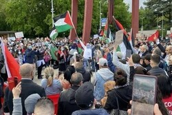 Pro-Palestinians convene in front of UN HQ in NY