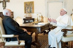 VIDEO: Iranian FM holds meeting with Pope Francis in Vatican