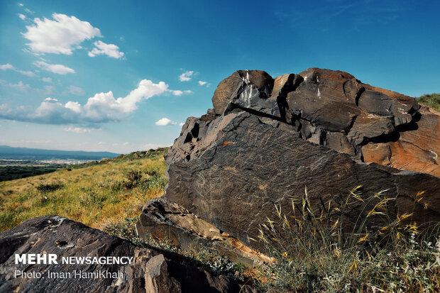 سنگ نگاره های کهن کوهستان الوند