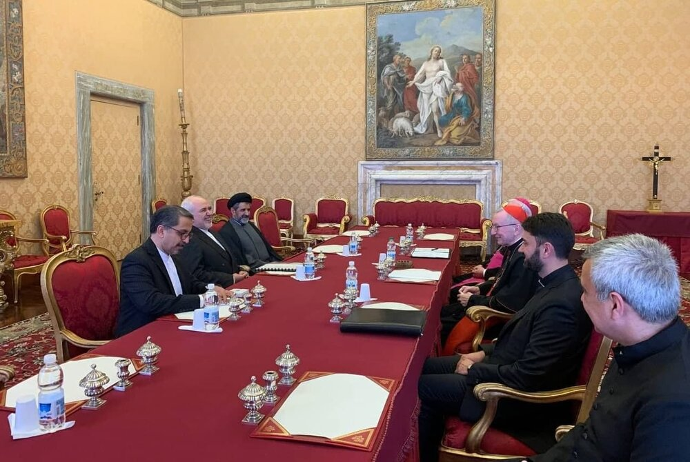 FM Zarif, Pope Francis hold private meeting in Vatican
