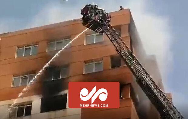 آتش سوزی گسترده در یک برج مسکونی در تهران