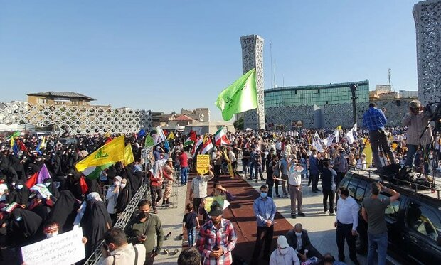 """People in Tehran hold massive """"Palestine Is Not Alone"""" rally"""