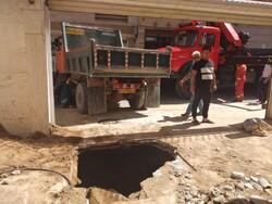 چاه قدیمی، باعث فرونشست یک خانه نوساز در ۳۰ متری جی شد
