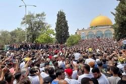 دهها هزار فلسطینی با حضور در مسجدالاقصی نماز جمعه را اقامه کردند