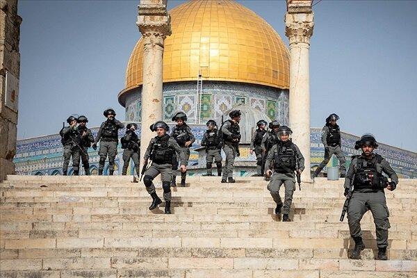 İsrail güçleri Mescid-i Aksa'daki cemaate ses bombalarıyla saldırdı