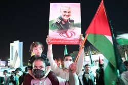 Resistance Front' victory over Zionists celebrated in Mashhad