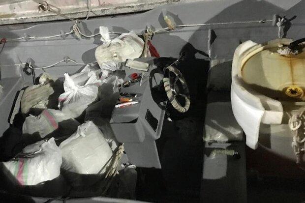 شناور حامل ۱۵۰ کیلوگرم مواد مخدر در آبهای کنگان توقیف شد