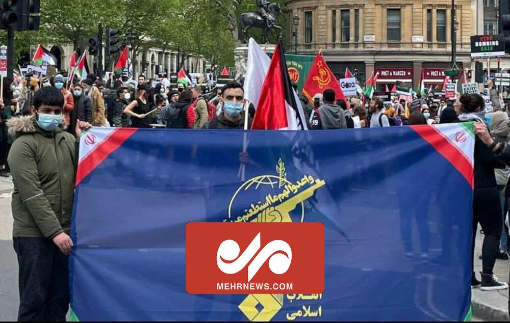 نمایش پرچم بزرگ سپاه در تظاهرات لندن