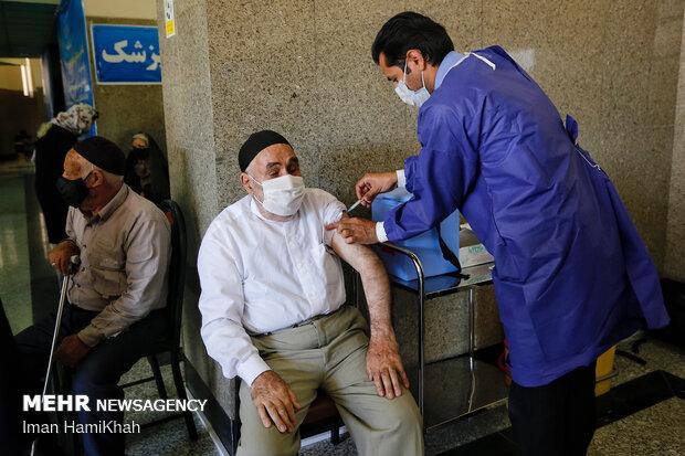 یک سوم افراد ۷۰ تا ۷۵ ساله در آذربایجانشرقی واکسینه شدند