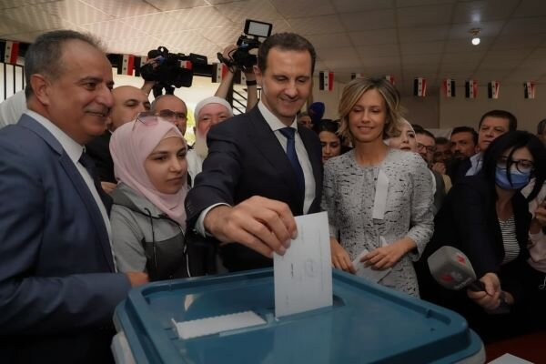 Beşar Esad ile eşi oy kullandı