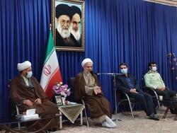 خوش خلقی و وقت گذاشتن برای مردم اولویت مدیران کردستانی باشد