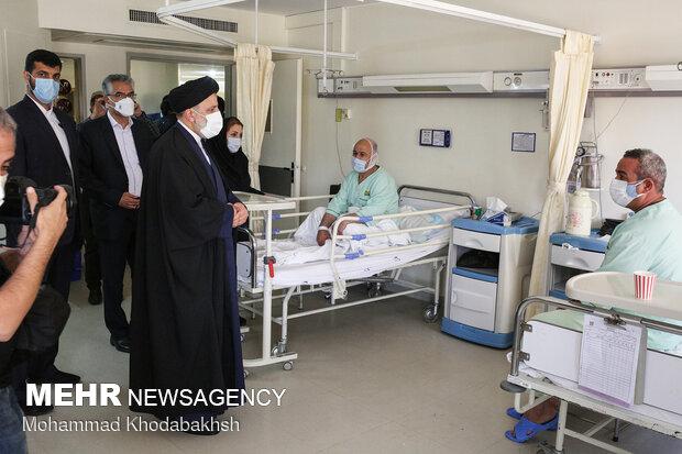 بازدید آیتالله رئیسی از بخشهای درمانی بیمارستان میلاد