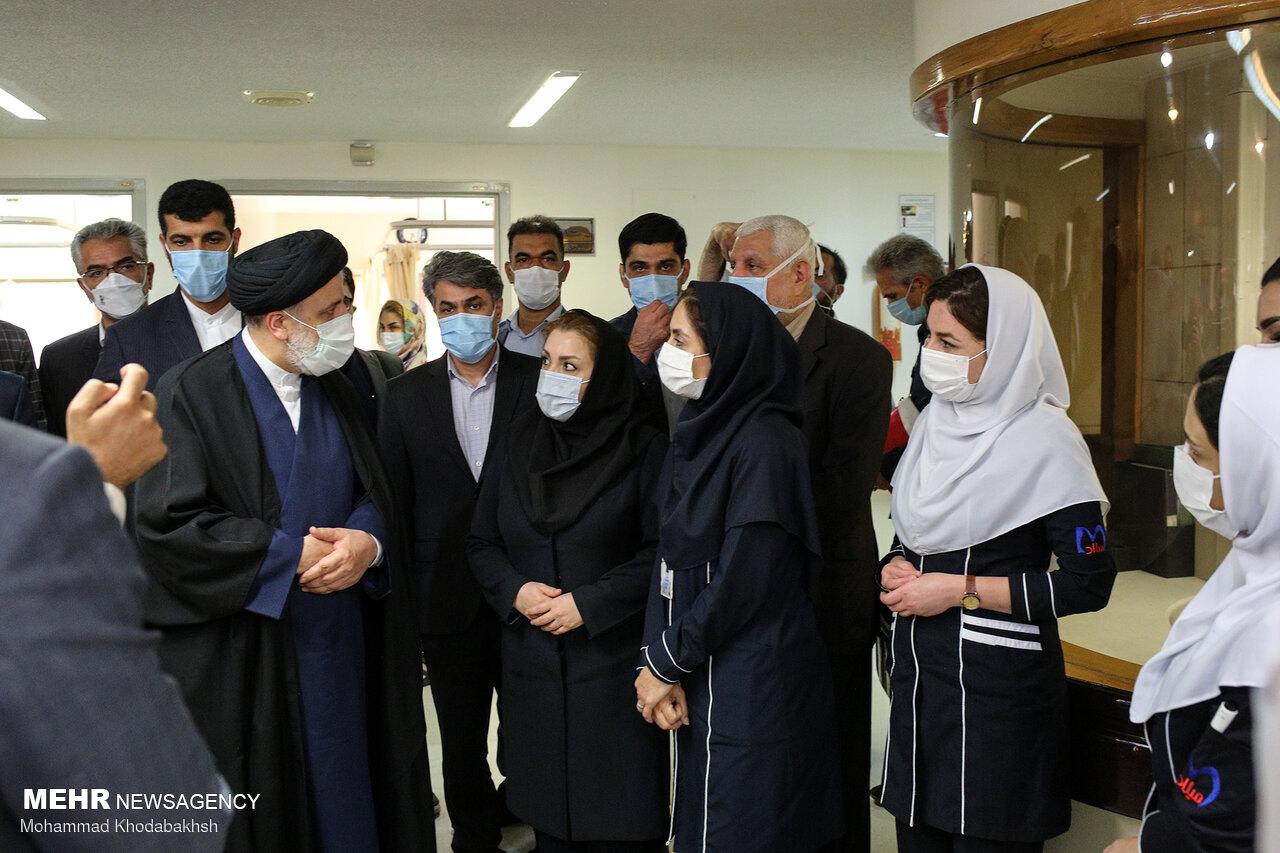 بازدید حجت الاسلام رئیسی از بخش های درمانی بیمارستان میلاد