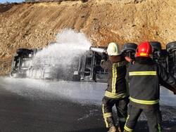 واژگونی تانکر حامل بنزین در محور شیراز به مرودشت