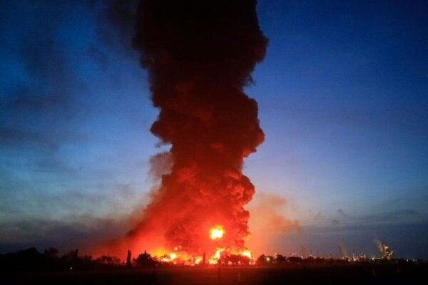 آتش سوزی گسترده در یکی از پالایشگاه های آمریکا